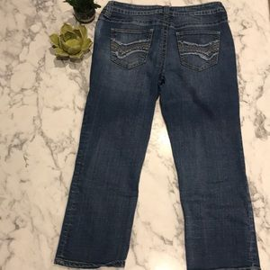 a.n.a Size 6 Cropped Jeans